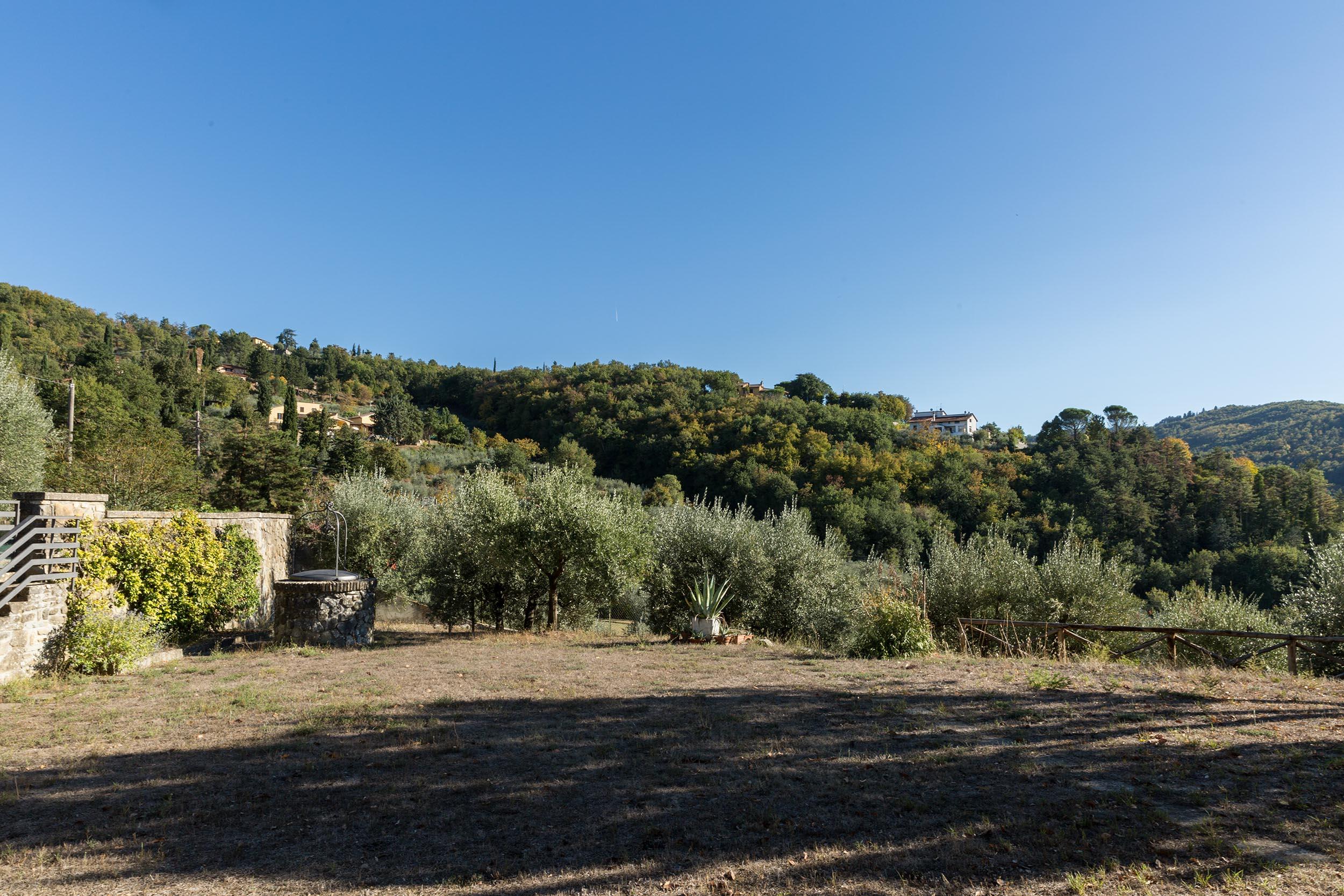 arezzo-vendesi-villa (1)