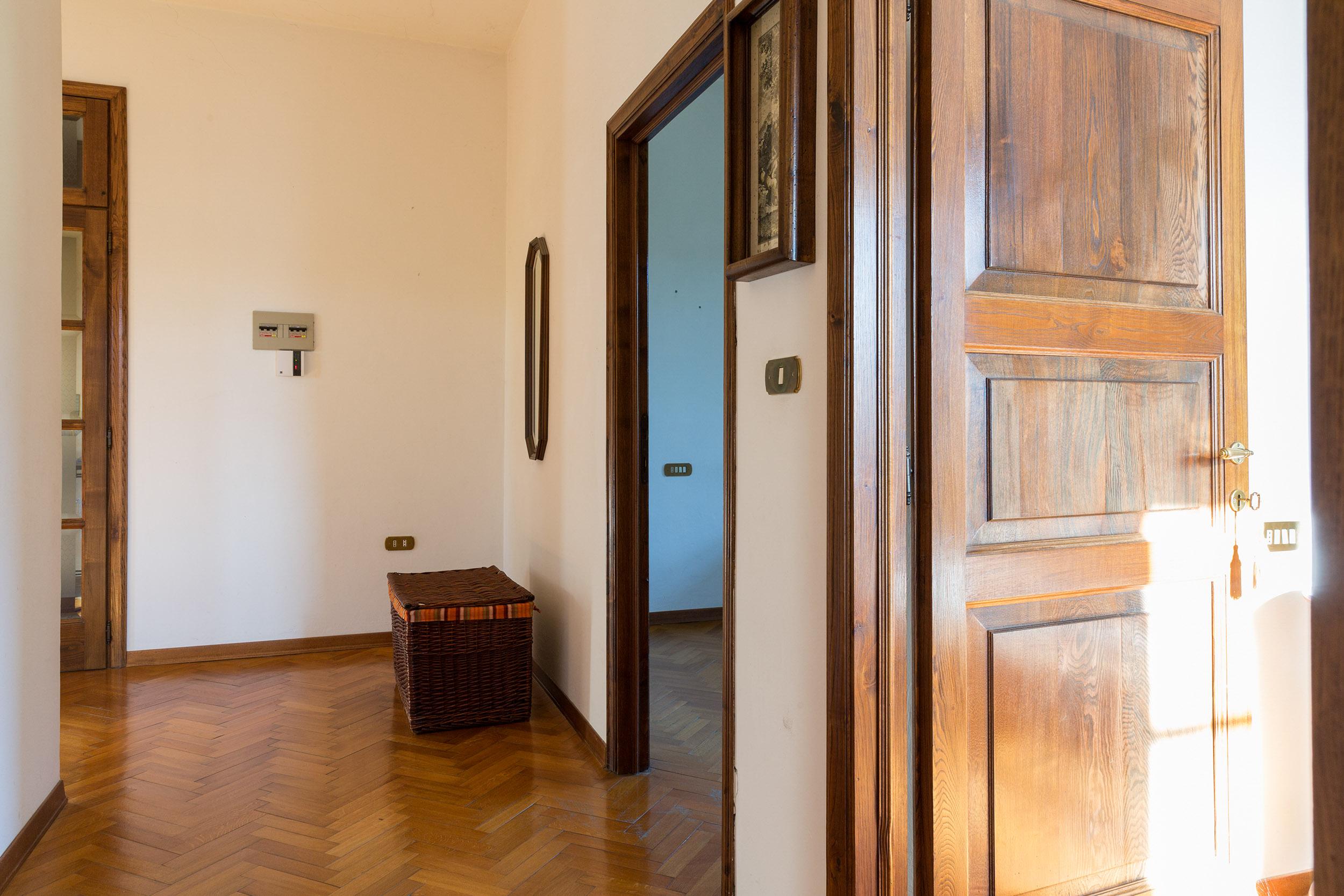 arezzo-vendesi-villa (24)