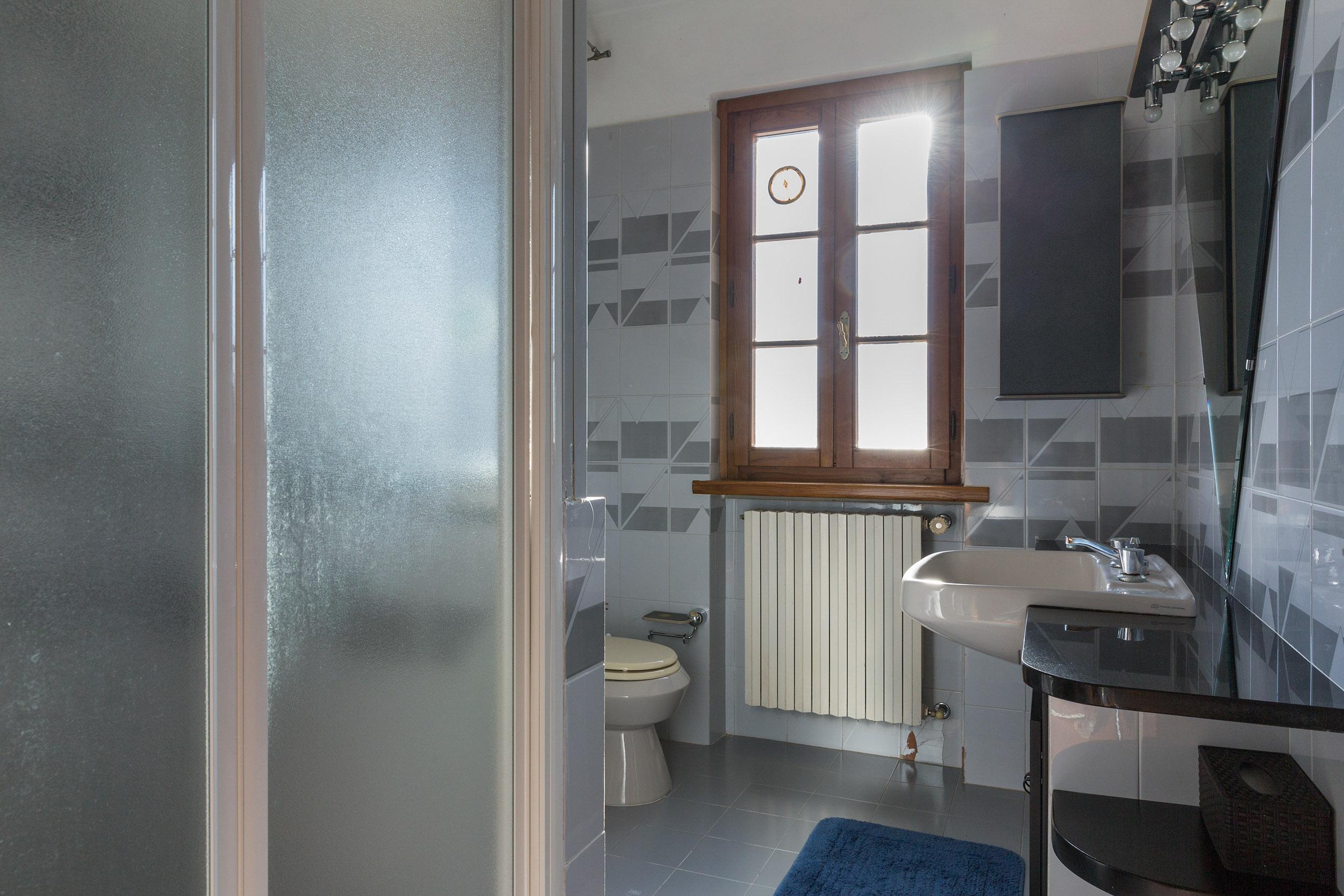 arezzo-vendesi-villa (32)