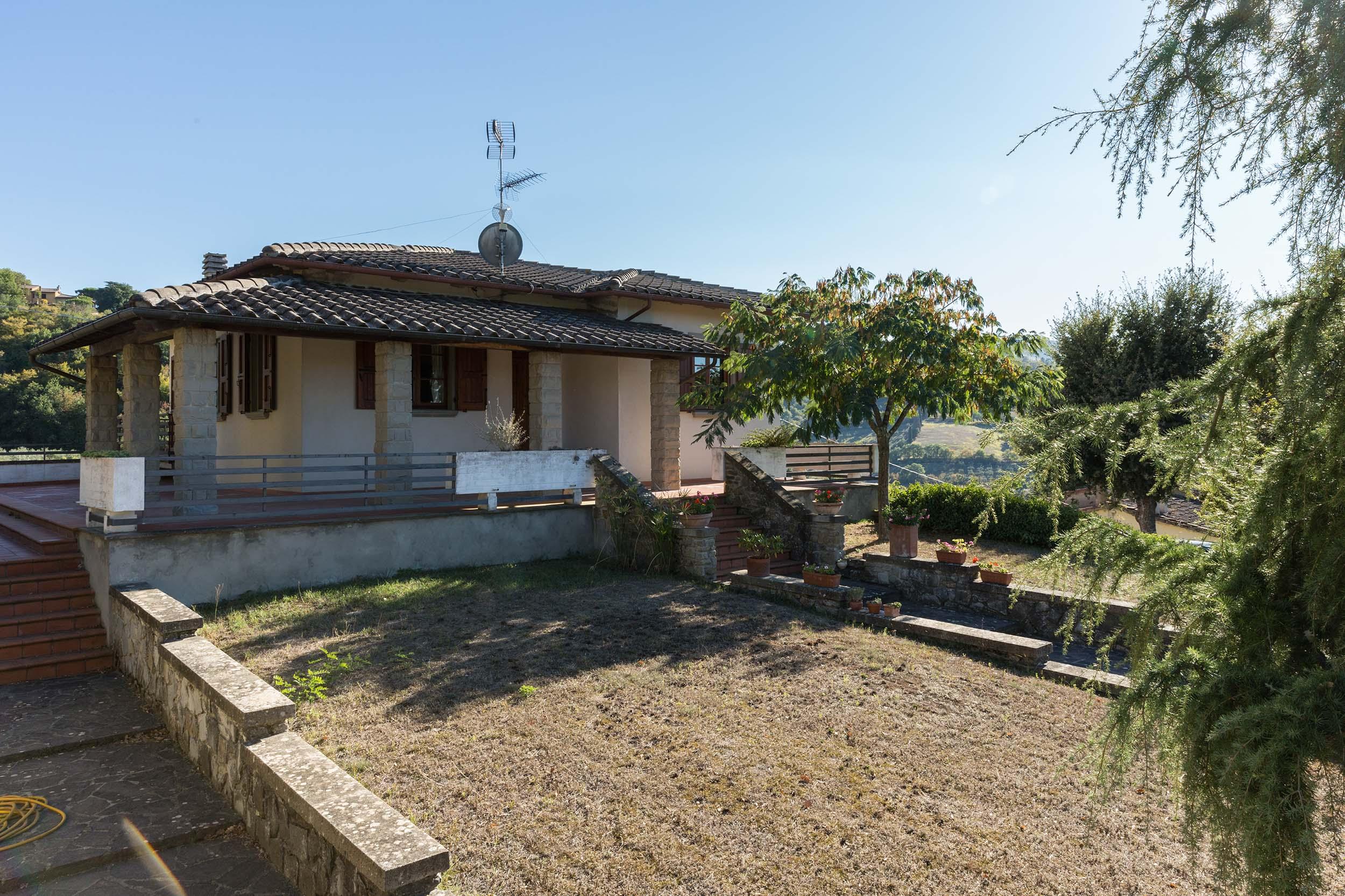 arezzo-vendesi-villa (4)