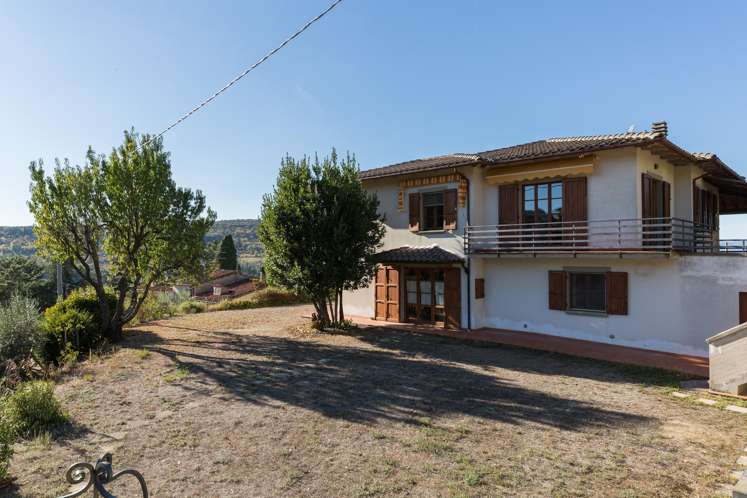 arezzo-vendesi-villa (5)