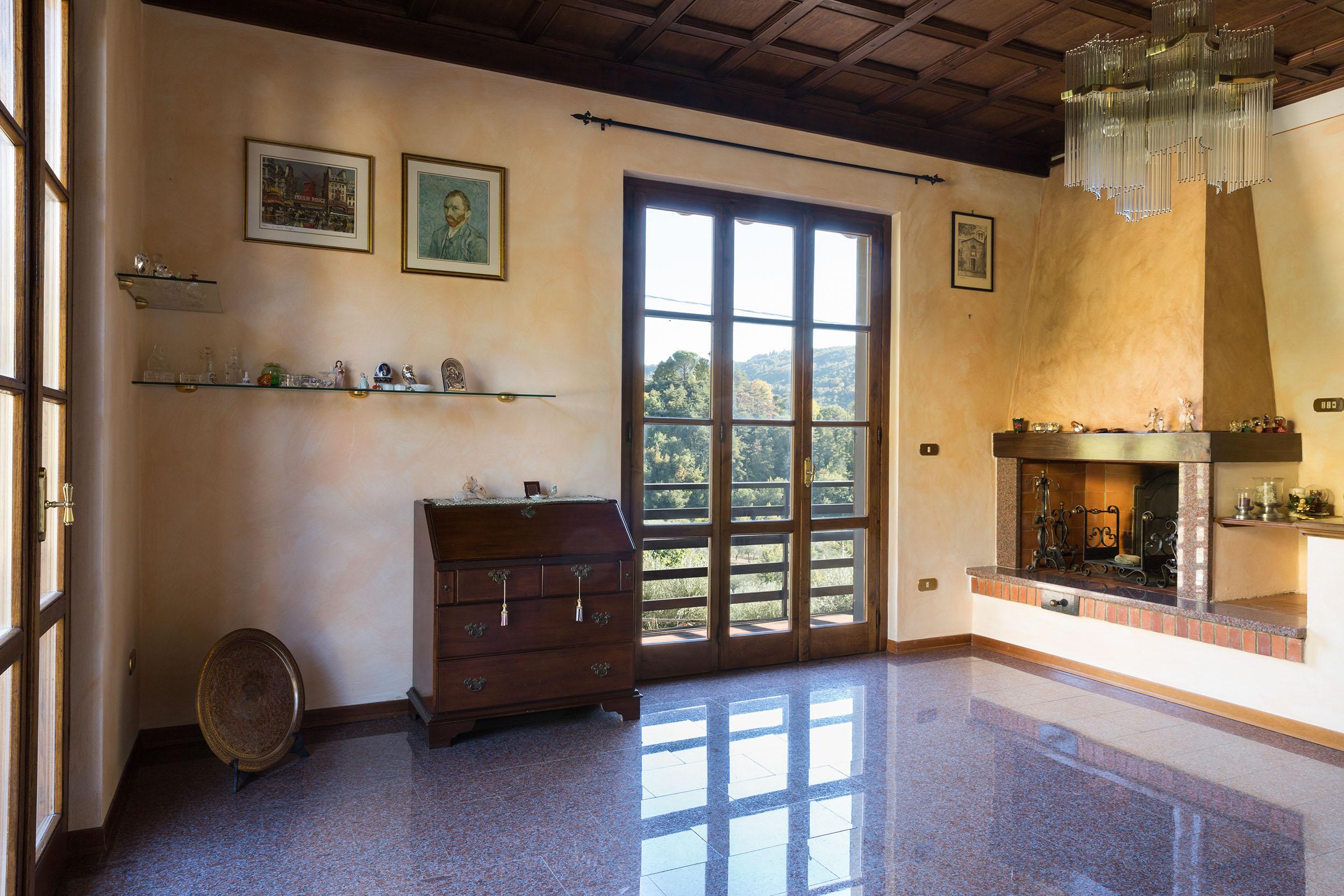 arezzo-vendesi-villa (7)