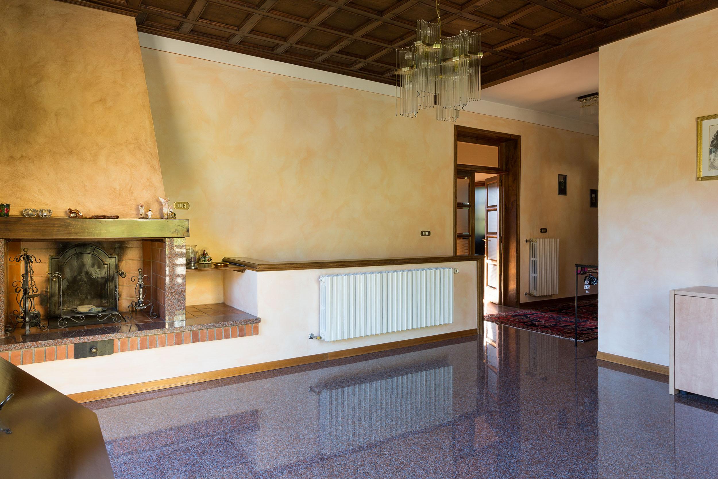 arezzo-vendesi-villa (8)