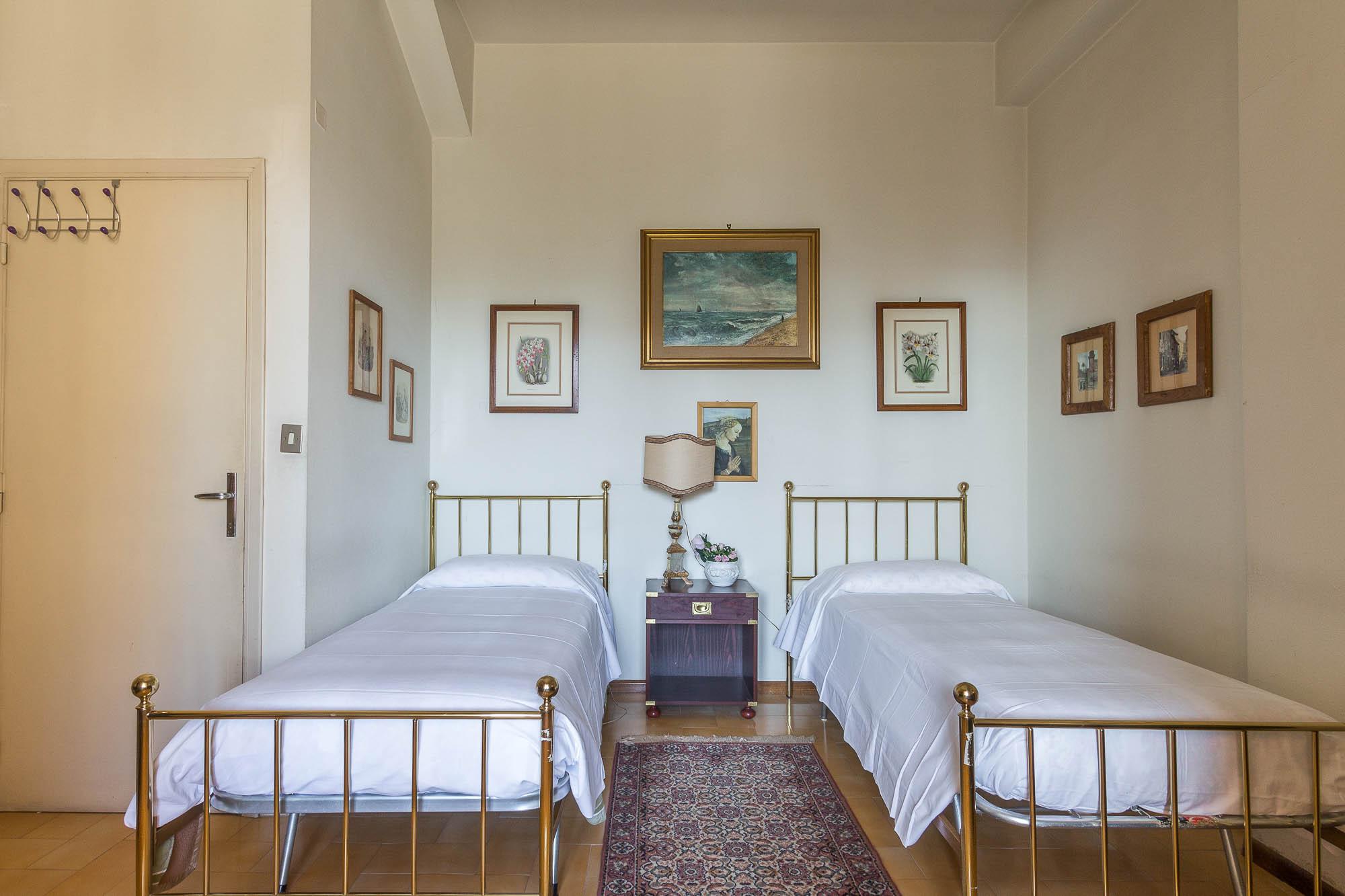 vendesi villa ad Arezzo (30)-3