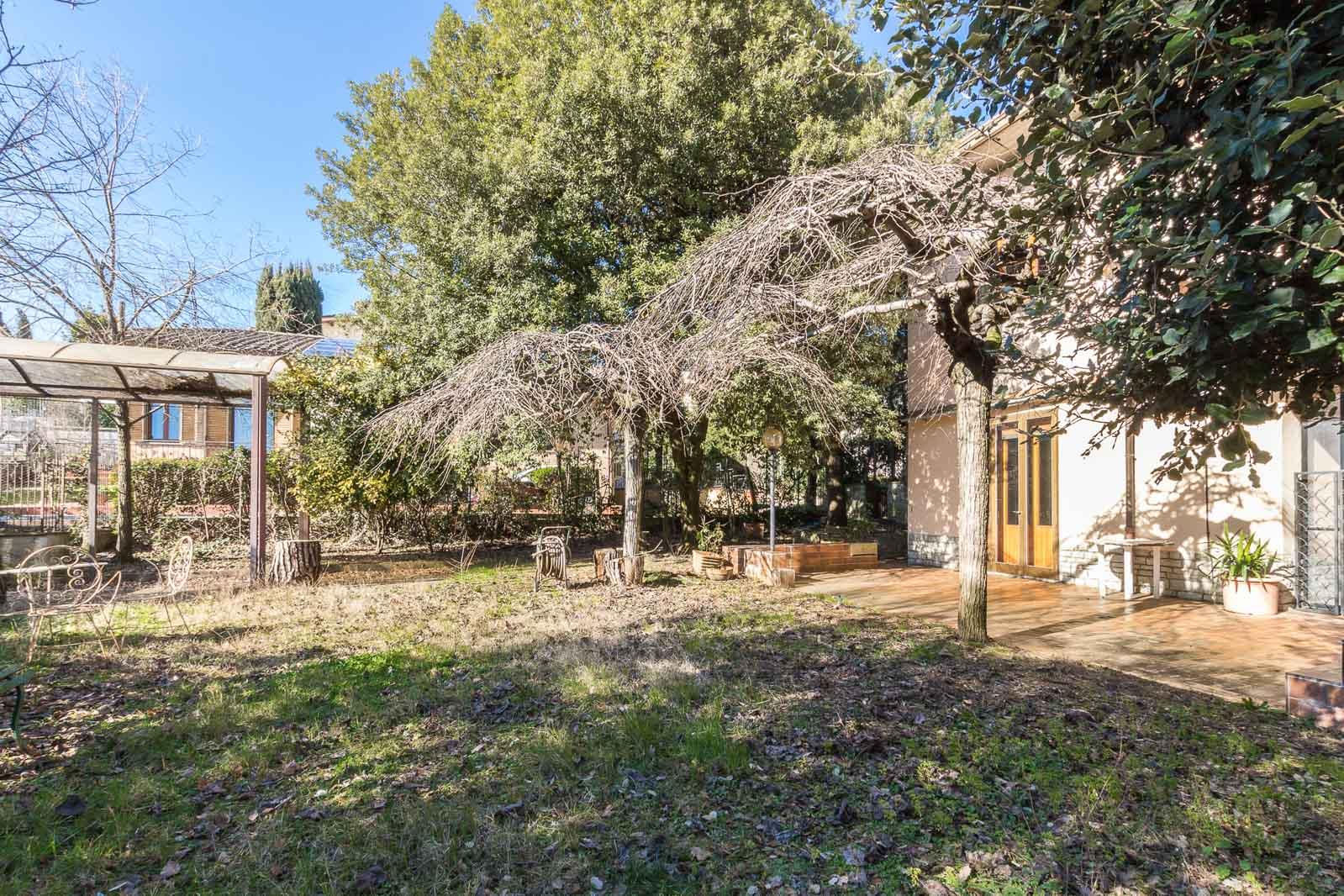 vendesi villa ad Arezzo (6)-3