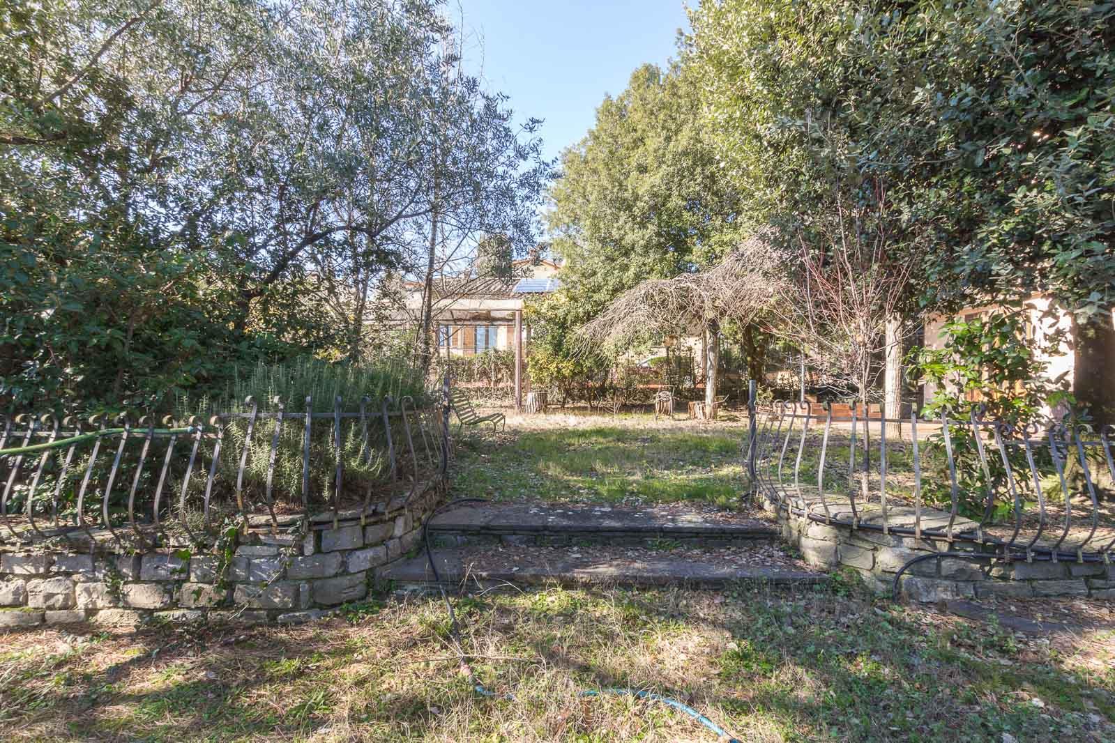 vendesi villa ad Arezzo (7)-3